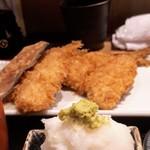 京ばし松輪 - アジフライは2尾。プラス骨せんべいが付きます。