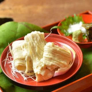 京の湯葉豆腐生麩を使った料理を取り揃えた会席コース