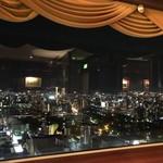 109815715 - 窓からの夜景を楽しむのだ♫