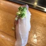 武寿司 - 料理写真:鯵。カマスと合わせて700円。特上提供後に追加しました。 全く青魚臭さがない、とても鮮度のいいものだと感じました(╹◡╹)  最近では一番の鯵です(╹◡╹)