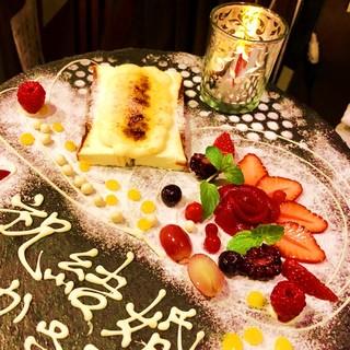 誕生日、記念日は、芸術的なデザートプレートでサプライズ!!!