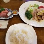 ラ・カザワ - 日替りランチ 鮮魚の刺身としょうが焼き