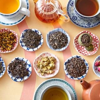 希少な高級中国茶がズラリ。美しい茶器でほっと一息