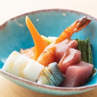 鮮魚の逸品料理を、お寿司やお酒とご一緒にいかがでしょうか?
