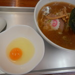 大勝軒 五一 - 料理写真:小盛り中華に生卵!