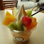 ハタケカフェ - 料理写真:フルーツミックスサンデー540円