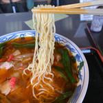 満州ニラら~めんの店 さかえや - 細麺です。