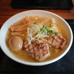 麺屋 ふぅふぅ亭 - 芳醇鶏そば味玉付き 850円!