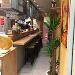 スペインバルエルソル - 内観写真:3号店もお洒落、野菜のバル