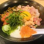 スタンドふじ - 海鮮丼!少しお魚サービス?!