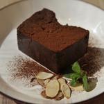 森かふぇ・アジト - もったり濃厚チョコレートケーキ