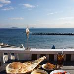インドレストランカフェ カリカ - 料理写真:ランチ(バターチキン、ナン) + オニオンピックル