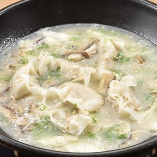 ひと手間加えた博多の名物料理「炊き餃子」