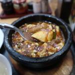 口福 - 辛シビ石焼モツ豆腐