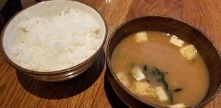山本のハンバーグ 吉祥寺 - ご飯と味噌汁 ご飯は美味しいし、おかわり自由なのは嬉しい♪ 味噌汁は好みより味が濃い。