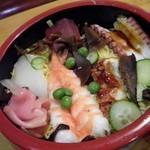 桔梗寿司 - 大き目の海老・イカ・マグロ赤身(たぶん本マグロの)・アナゴ・タコで煮込んだしいたけ・グリンピース