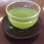 109870313 - 冷たい緑茶