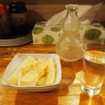いどや - ウドの酢味噌和え & 冷酒(祝蔵舞)
