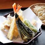 山の谷うどん - 天ぷら盛り合わせ
