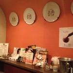 ワインバー ヌーバ - 小さい店内