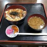 伊良湖亭 - 料理写真:カツ丼 900円