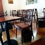 パティスリー ラプラス - 内観写真:カフェ。