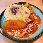 スパイスカレー ガル - 料理写真:エビトマトカレー倍盛り、フィッシュフライ&チーズトッピング