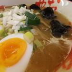 おにやんま - 鶏白湯味噌ラーメンのアップ 【 2011年12月 】