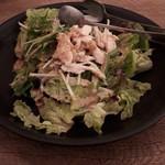 モダン個室×肉料理×しゃぶしゃぶ居酒屋おとずれ - 蒸し鶏のサラダ