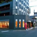 麺屋 坂本01  - スタイリッシュな外観です