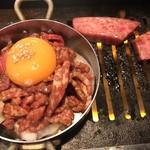 東京苑 - 伝説の炙りユッケ990円‼️