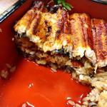 109908657 - シャバシャバ系のタレ ご飯がポロポロこぼれる笑                       ふわふわの鰻がご飯とご飯の間にも!