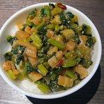肉そば屋にっこう - ピリ辛かぶの葉ご飯(150円)