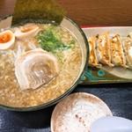 ゆにろーず - 料理写真:にんたまラーメン+餃子