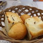 ビストロ ダイア - 自家製焼き立てパン