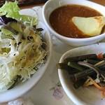 森のキッチン かわい - 森のキッチン おすすめセット 980円(税込)の、ミニカレーと小鉢とサラダ