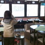 mignon hotel de noel - こんなカンジの食堂内。写っているのは先輩です。