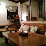 mignon hotel de noel - 食堂までの待合室。ここも広い。