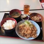 大衆酒場どんどん - しょうが焼き(日替り500円)