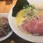109939590 - 鶏白湯ラーメン(塩)(\800)、味玉(\100)、レアチャーシュー丼(\300)