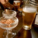 Table - ビール&ナッツ