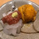 すし家 - 函館のムラサキ雲丹、富山の白エビ、鯛の酒盗(内臓の塩辛)