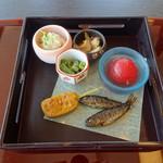 丸十 - 料理写真:八 寸:トマト、カンパチ煮、焼つぶ貝、甘露煮、粟麩