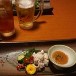 個室地鶏酒場 御蔵 - 生ビール、烏龍茶とお通し