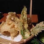個室地鶏酒場 御蔵 - 天ぷら盛り合わせ 穴子、万願寺唐辛子、茶えのき、大葉