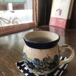 自家焙煎コーヒーcafe・すいらて - ポーリッシュポタリーの器で出される、自家焙煎、最高級に美味しいコーヒーです、もちろんブラックでしかいただきません♪(2019.6.19)