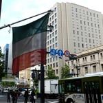 アル マンドリーノ - ビルの外にはイタリアの国旗が目印です。
