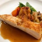 AUX CRIEURS DE VIN - 三河赤鶏のロースト リヨネーズソース