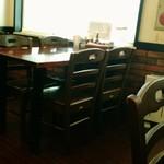 キャロット - 内観 テーブル席