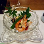 粋乃屋 - 炊き合わせは海老やオクラ、バイ貝など